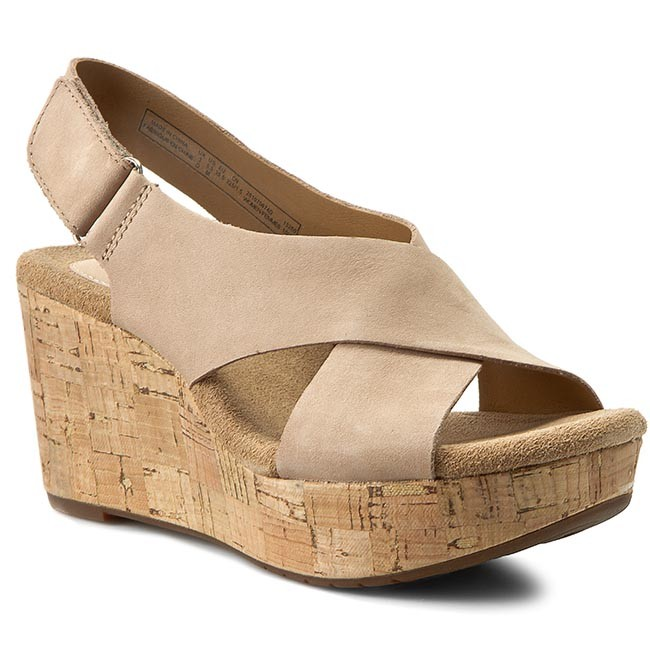15639a2667 Sandals CLARKS - Caslynn Shae 261070674 Light Tan - Casual sandals ...