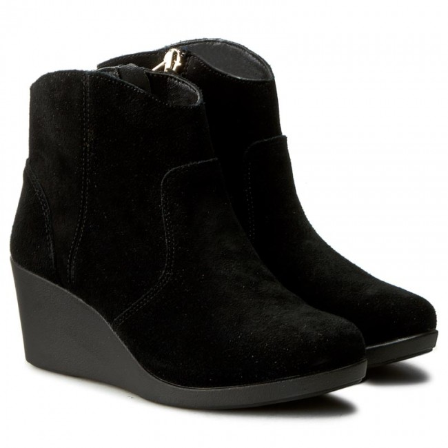 Crocs Womens Leigh Suede Wedge Shootie Ankle Boot