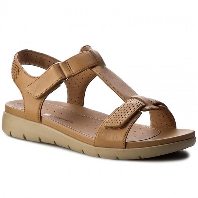 76c110aa662 Sandals CLARKS - Un Haywood 261240694 Light Tan Leather - Casual ...