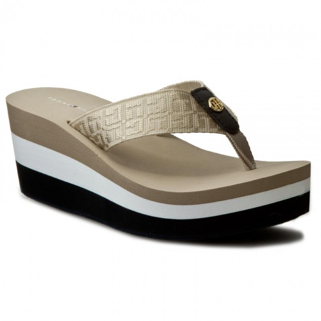 f2776748b28e Slides TOMMY HILFIGER - Mariah 2D FW0FW00472 Desert Sand 932 - Flip ...
