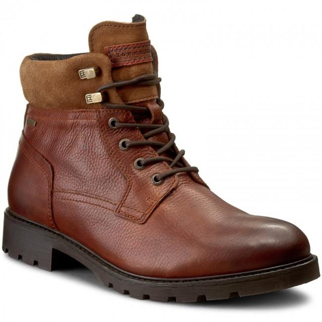 36b404210e7ca Hiking Boots TOMMY HILFIGER. Curtis 16A Gtx FM56821845 Winter Cognac 906