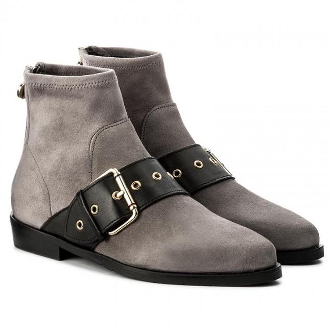f46839a9482e Boots TOMMY HILFIGER - Gigi Hadid Flat Boot FW0FW02202 Light Grey ...