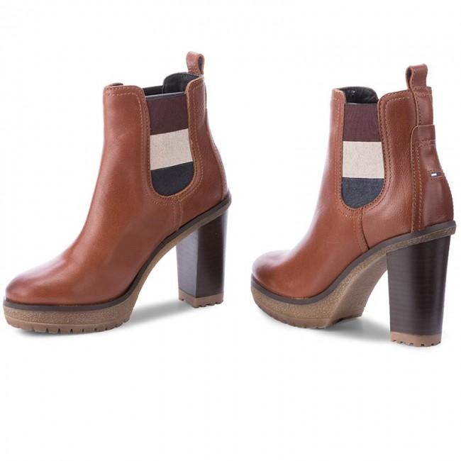 01d93e7045601 Boots TOMMY HILFIGER - DENIM Cleo 13A FW0FW01377 Winter Cognac 906 ...