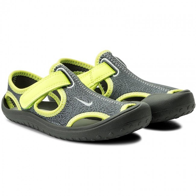 31ead9bf4a4 Sandals NIKE - Sunray Protect (PS) 903631 002 Dark Grey Wolf Grey-Volt -  Sandals - Clogs and sandals - Girl - Kids  shoes - www.efootwear.eu