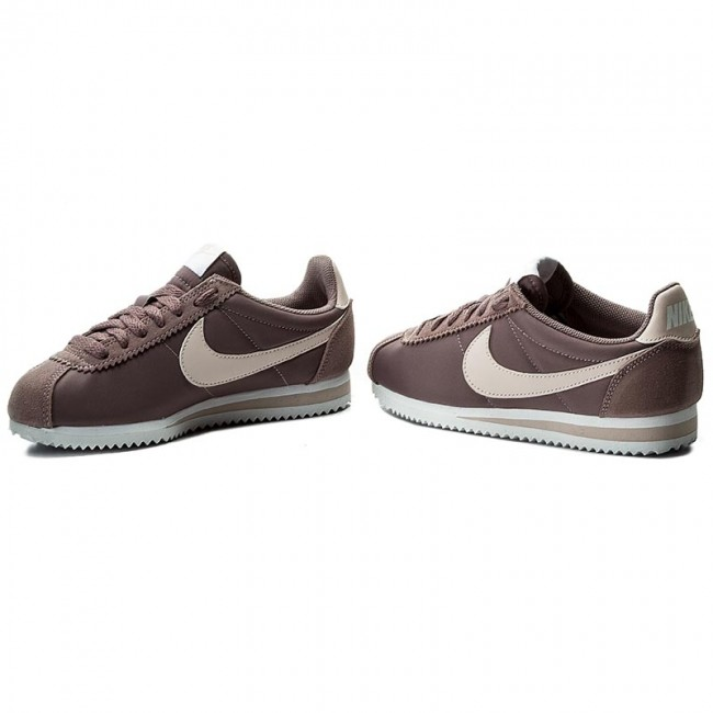 b66f8107a9c9 Shoes NIKE - Classic Cortez Nylon 749864 200 Taupe Grey Silt Red White