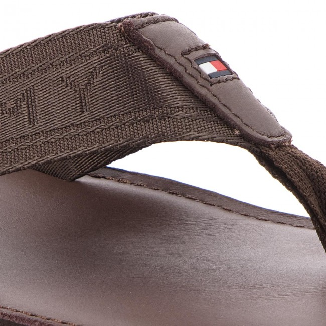 e7732fae6777 Slides TOMMY HILFIGER - Jacquard Th Leather Beach Sandal FM0FM01365 Coffee  Bean 212