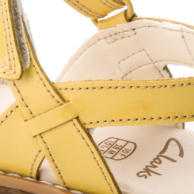a5fa63eaa07 Sandals CLARKS - Darcy Charm 261324036 Yellow Patent - Sandals ...