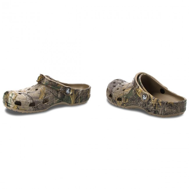 84a7694a0 Slides CROCS - Classic Realtree Xtra Clog M 15581 Khaki - Clogs and ...