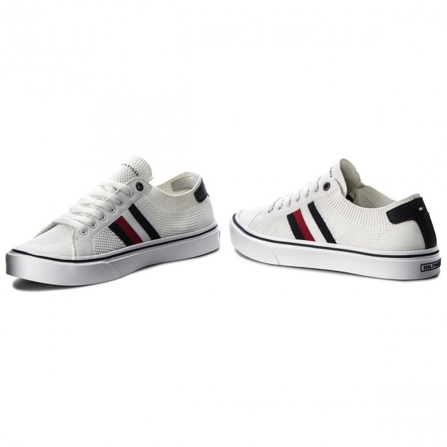 2c4c65c0c Plimsolls TOMMY HILFIGER - Lightweight Corporate Sneaker FM0FM01619 White  100