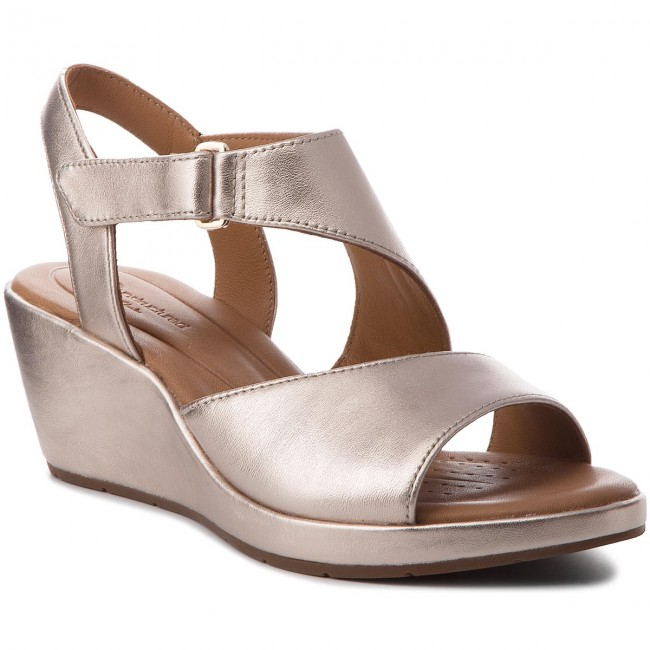 fd546ac56e Sandals CLARKS - Un Plaza Sling 261334874 Gold Metallic - Wedges ...