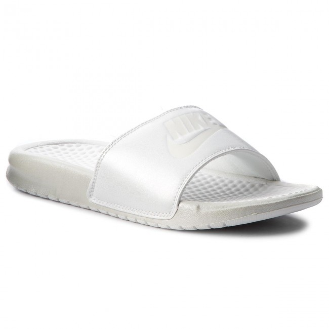 786d718c824bf9 Slides NIKE - Benassi Jdi Metallic Qs AA4149 100 Mtlc Summit Wht Summit  White