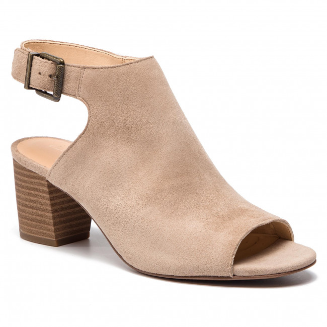 b3ae8c26627c Sandals CLARKS - Deloria Gia 261401874 Sand Suede - Casual sandals ...