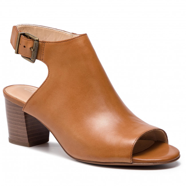 553324ebd97a Sandals CLARKS - Deloria Gia 261401004 Tan Leather - Casual sandals ...