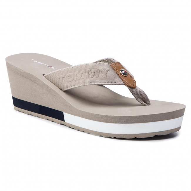 3ccf47719e604 Slides TOMMY HILFIGER - Flag Wedge Beach Sandal FW0FW03863 Cobblestone 068