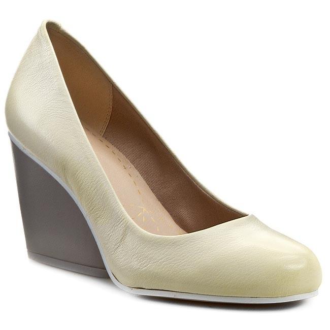 ba23da9ad4b Wedges CLARKS - Demerara Spice 261053694 Pale Yellow Leather - Wedge ...