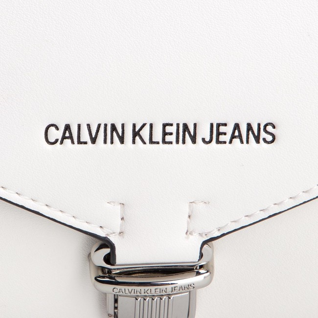a1bad61d42 Handbag CALVIN KLEIN JEANS - Sculpted Ew Clutch (V Flap) K60K605237 102