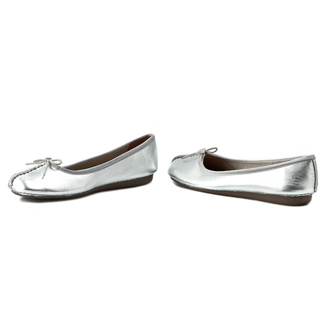 Flats CLARKS Freckle Ice 261140454 Silver Leather