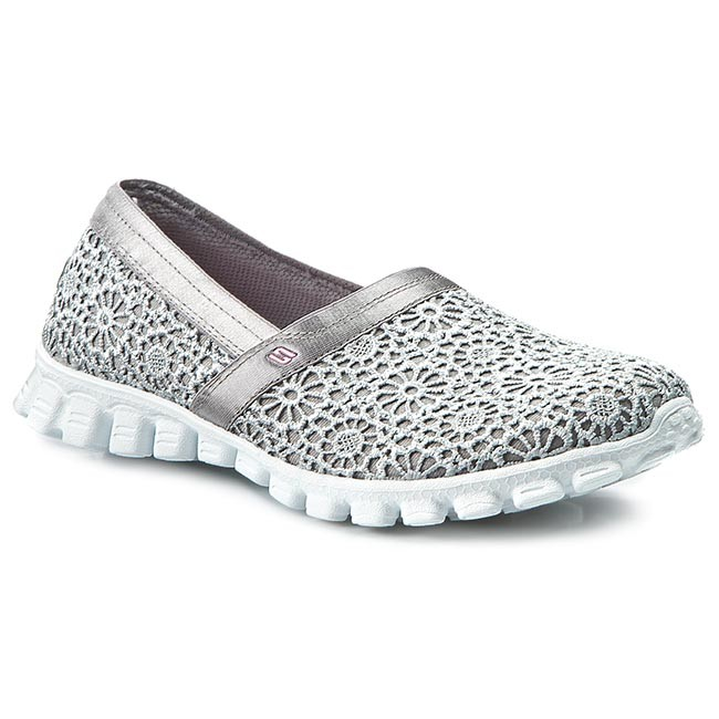 who makes skechers shoes