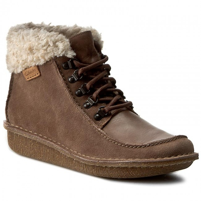 huge selection of super cheap compares to latest selection Boots CLARKS - Funny Girl 261217324 Pebble