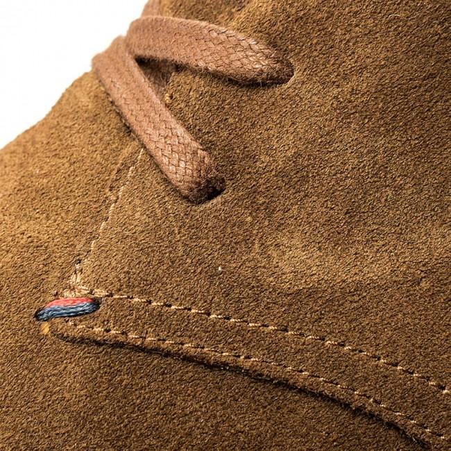 9194ff22fc5 Boots TOMMY HILFIGER - Logan 2B FM0FM00859 Tabacco 102