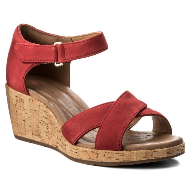 Sandals CLARKS Un Plaza Cross 261323274 Red Nubuck