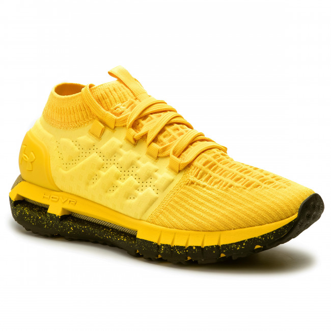 sports shoes under 700